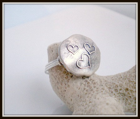 three hearts button ring